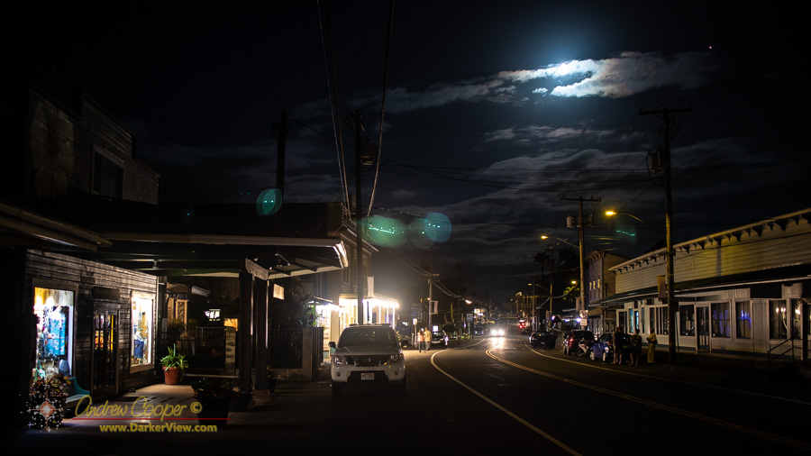 A bright Moon and Mars rise over the main street of Honokaʻa