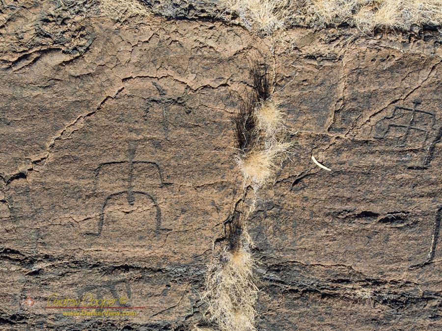 Hawaiian petroglyphs at Holoholokai